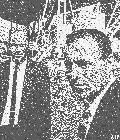 Penzias dan Wilson pada tahun 1965
