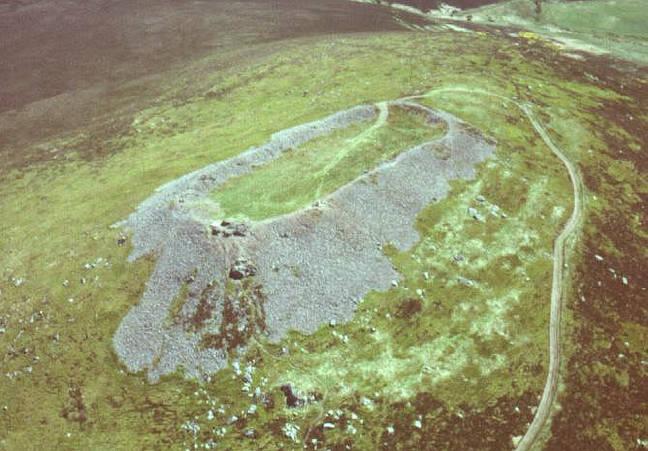 Di Skotlandia, Irlandia, dan Britania, terdapat bangunan-bangunan yang telah roboh sebagai akibat dari padang rumput yang ekstrim. Batunya telah mengkaca dan lengket.