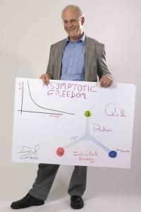 Gross berbagi Hadiah Nobel Fisika 2004 dengan H. David Politzer dan Frank Wilczek atas penemuan kebebasan asimtotik. (Foto: Volker Steger)