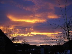 Apakah ada awan di langit? Anda mungkin mengira tahu jawabannya, tapi bisakah Anda mengetahui jawaban orang lain terhadap pertanyaan yang sama? (Gambar oleh Chatennoir - CC0)