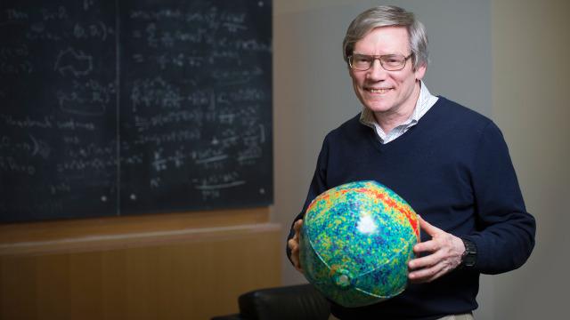 Video: Kosmolog MIT Alan Guth, 67 tahun, mendiskusikan kenapa sapi berkepala dua menjadi masalah penting di multiverse ananta. (Katherine Taylor untuk Quanta Magazine)