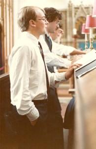 Saat kuliah di sekolah pascasarjana Universitas Cambridge pada 1980-an, Seth Lloyd, kini profesor MIT, menghasilkan gagasan bahwa keterjeratan dapat menjelaskan anak panah waktu. (Courtesy Seth Lloyd)